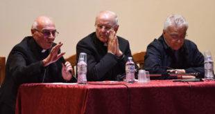 Mons. Luigi Conti, mons. Nunzio Galantino, don Vinicio Albanesi (foto di Federico De Marco, Cronache Maceratesi 28 maggio 2016)