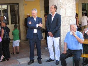 Visso. L'azionista di maggioranza Alex Palermo (a destra) e il direttore Maurizio Crea fotografati in occasione di una festa del patrono sponsorizzata dalla Svila