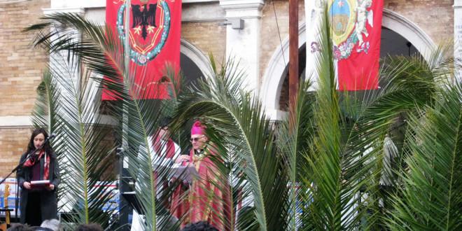 Domenica delle Palme a Sant'Elpidio a Mare con il vescovo mons. Luigi Conti per la giornata della gioventù